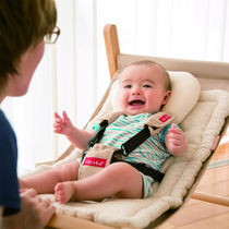 新生児のバウンサーはいつから使う?おすすめや使い方、寝るときなど