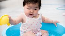 水遊び用オムツやパンツはいつから使う?布や紙などの種類別の使い方と選び方