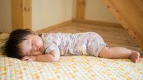 生後8カ月の赤ちゃんの寝かしつけ。お昼寝が長い、短い、回数などの悩みについて