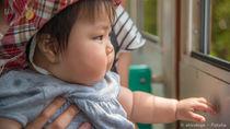 生後8カ月の赤ちゃんと電車でおでかけ。乗る際の持ち物や注意点