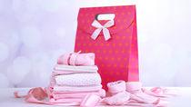 出産祝いのタイミング。遠方の里帰り先に贈る場合や、友だちや兄弟、職場の人への贈り方