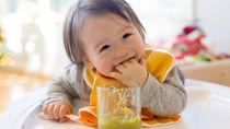生後10ヶ月の離乳食。遊び食べや食べないときの原因と対処法