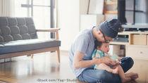 パパたちの育児参加のきっかけは?育児本や育児グッズの使い方などパパ育児の体験談