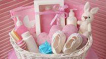 予算1万円で選ぶ、喜んでもらえる出産祝いとは。育児グッズやおもちゃ、ママが使えるものなど
