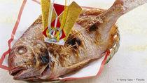 お食い初めの鯛の焼き方。オーブンやフライパンで塩焼きする調理方法や、切り込みなどの下処理