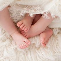双子の出産祝い。兄弟や友人の場合の金額の相場や選ぶポイント