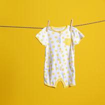 生後5ヶ月から使える赤ちゃんのパジャマの種類と、春夏秋冬別パジャマと肌着の着せ方