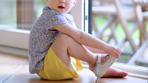 幼稚園で使う上履きの選び方。名前の入れ方やワッペン、デコやアレンジ