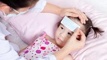 【小児科医監修】3歳児が熱を出したときの対処と解熱剤を使うタイミング