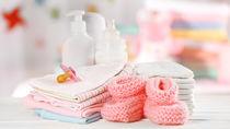 準備しておきたいベビー小物。編み物や手縫いでもできるハンドメイド品など