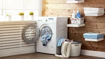 共働き家庭は洗濯をいつする?部屋干しの工夫と洗濯機の機能を使った時短のコツ