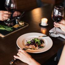 結婚記念日は外食する?子連れの場合のお店選びのポイントや外食先でできる祝い方