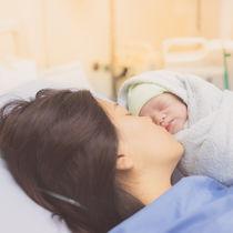産後2日目の過ごし方。母乳の出方や眠れないといった悩みや対処法