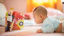 生後3ヶ月の赤ちゃんに絵本の読み聞かせ方法