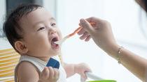 生後7ヶ月からの離乳食の進め方。量などの目安や進まないときの工夫、離乳食レシピ