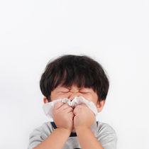 【耳鼻科医監修】子どもが副鼻腔炎にかかったらスイミングや運動、飛行機はよいの?