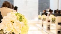 産後の結婚式への参列はいつから?参列の場合のポイントや服装、欠席する場合の祝い方