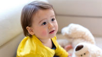 乳幼児のおもちゃ選び。選び方のポイントや時期別のおもちゃ