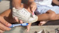 子どもの靴をきれいにする洗い方。臭いを消す方法や普段のお手入れ方法