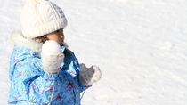 子どもが雪遊びをするときの服装。ウェアや長靴など用意したものと選ぶポイント