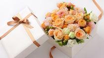 出産後の妻へ贈るプレゼント。指輪や絵本、花などのプレゼントと感謝のメッセージ