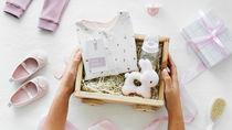 出産祝いのプレゼントを贈ろう。男の子や女の子に選んだものやメッセージの文例