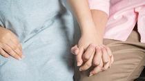 出産のときの付き添い。付き添いなしかあり、誰が付き添うかなどママたちの体験談