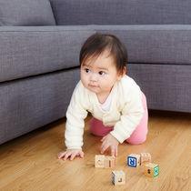 赤ちゃんのハイハイについて。おもちゃを使う練習方法や部屋作りのアイデア