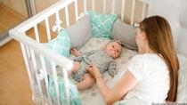 添い寝型ベビーベッドの種類や特徴。選ぶときのポイントや使うときに意識したこと