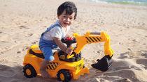 1歳半の男の子におもちゃのプレゼント。ママたちが選んだおすすめおもちゃや手作りおもちゃなど