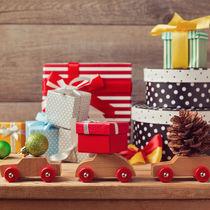 3歳の男の子に贈るクリスマスプレゼント。選び方や種類など