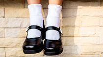 女の子のフォーマルシーンでの子ども靴。白やピンク、花モチーフやリボンなど
