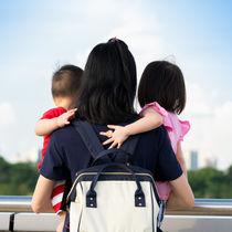 子育て中に使いやすいバッグの選び方。リュックやトートバッグなど