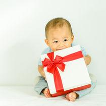 男の子に贈るハーフバースデーのプレゼント。ママも喜ぶおもちゃなど