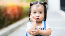 2歳の女の子にプレゼントしたいおもちゃ!遊び方別で紹介