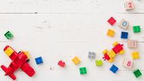 2歳の男の子への誕生日プレゼント。車や乗り物など予算別の選び方