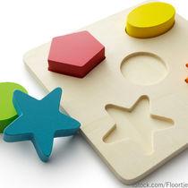 1歳の赤ちゃんのために選ぶ知育玩具。楽器や絵本、積み木など