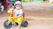 1歳児向けの三輪車の選び方。手押しハンドルや折りたたみなどの特徴