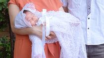 お宮参りのとき赤ちゃんにケープは必要?選び方や作り方