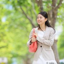 謝恩会で着る母親のスーツ。レンタルなど用意の仕方やコーディネート