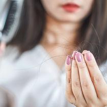 妊娠中&産後の抜け毛はいつからいつまで?原因と対策