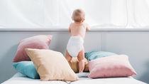 つかまり立ちの赤ちゃんの転倒対策にクッションは必要?