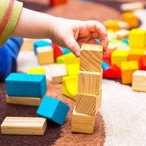 1歳児と楽しむ遊びの種類。雨の日でも楽しめる室内遊びや屋外遊び