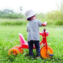 2歳児の三輪車選び。種類や選び方、こげないときの練習の工夫