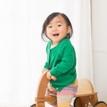 2歳児が喜ぶ乗り物のおもちゃ。室内や室外用など選び方
