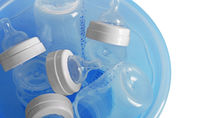 哺乳瓶の消毒はどうしてる?消毒ケースなどを使う消毒方法