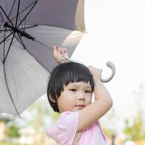 幼児用傘のサイズの目安。いつから使っていたかや選ぶ際のポイント