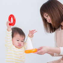 【小児科医監修】泣く、物を投げるなど1歳の癇癪の対応方法
