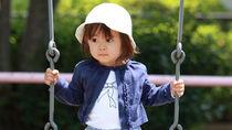 赤ちゃんはいつからブランコに乗れる?服装や時間帯など意識したこと