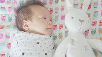 夏生まれの赤ちゃんに使うおくるみ。選び方や使い方で気をつけること